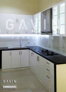 Kitchen set murah warna putih klien di jakarta utara for Kitchen cabinet murah 2016