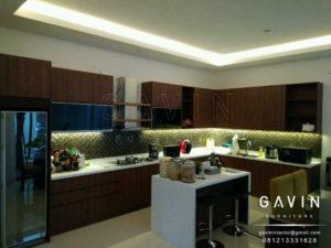 desain kitchen set minimalis modern dengan mini bar