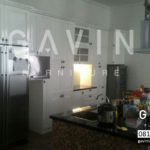 kitchen-set-dengan-kabinet-kulkas-dan-minibar