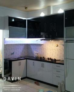 contoh kitchen set minimalis hpl kaca reyben