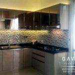 pembuatan kitchen set minimalis kombinasi kaca