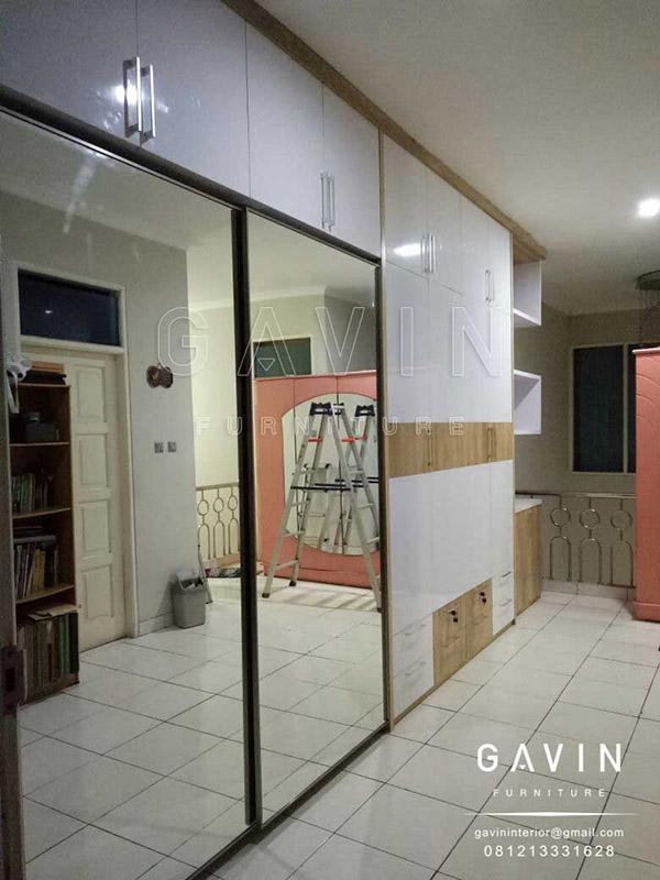 lemari pintu sliding cermin kombinasi finishing HPL Q2643