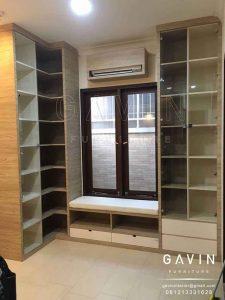 cabinet buku model minimalis kombinasi kaca bening