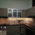 design kitchen set minimalis modern finishing hpl kombinasi kaca Q2603