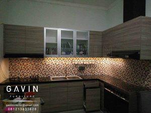 design kitchen set minimalis modern finishing hpl kombinasi kaca Q2603