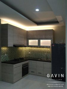 kitchen set dapur minimalis modern finishing hpl kombinasi kaca es Q2706