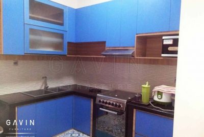 gambar kitchen set minimalis warna biru finishing HPL by Gavin Q2857