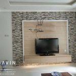 Backdrop TV Minimalis Finishing HPL Kombinasi Keramik Batu Q2878