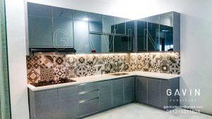 Lemari Dapur Bahan HPL Kombinasi Cermin Grey Di Priok Q2867