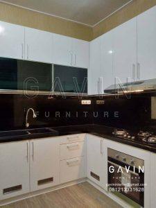 design kabinet dapur basah warna putih glossy project di Casajardin Q2682