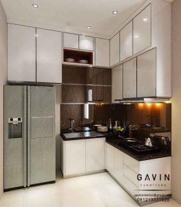 contoh lemari dapur dengan backplash cermin project Latumenten Q2978