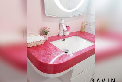 contoh kabinet wastafel candy looks warna pink finishing HPL di Rasuna Said Q3074