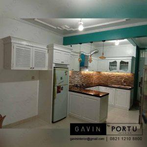 contoh kitchen set klasik duco putih dengan minibar di ciputat id3246
