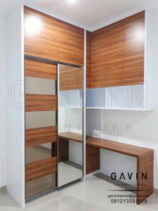 contoh lemari pakaian kecil minimalis menyatu dengan meja belajar