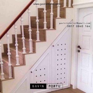 buat lemari bawah tangga model semi klasik