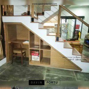 lemari bawah tangga untuk meja belajar