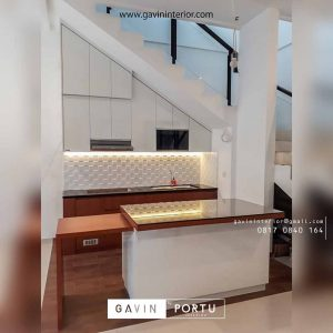 contoh kitchen set bawah tangga dengan meja island id3612