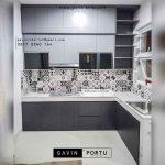 desain lemari dapur minimalis dengan backplash motif di Tebet Utara id3708