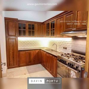 gambar kitchen set klasik bentuk L Gavin by Portu id3851