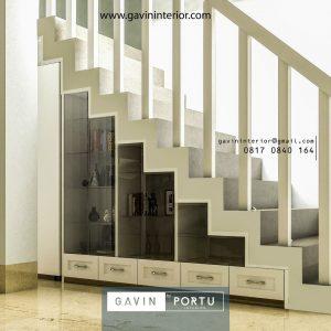 Lemari bawah tangga semi klasik