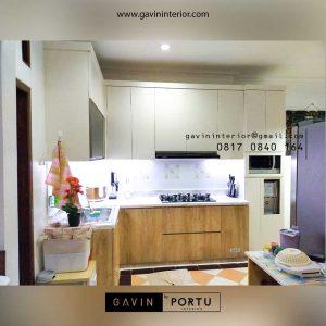 Kitchen Set Warna Putih Kombinasi Motif Kayu Perumahan Sarua Permai Pamulang Tangerang id4426PT