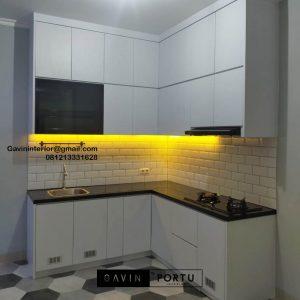 Design Kitchen Set Minimalis Putih Perumahan Villa Rizki Ilhami Kelapa Dua ID4823